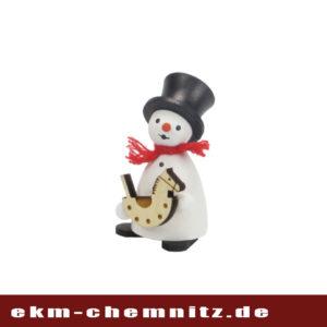 In der Gruppe der Drechselfiguren darf der Schneemannmit Schaukelpferdnicht fehlen. Als Sammlerfigur bereitet er jedem Freude.