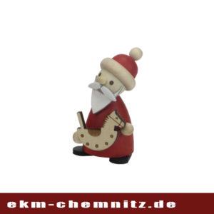 Freudebeim dekorieren und sammeln bringt fürgroß und klein die Drechselfigur des Weihnachtsmann mit Schaukelpferd. Eine tolle Sammelfigur für jedes weihnachtliche zu Hause.
