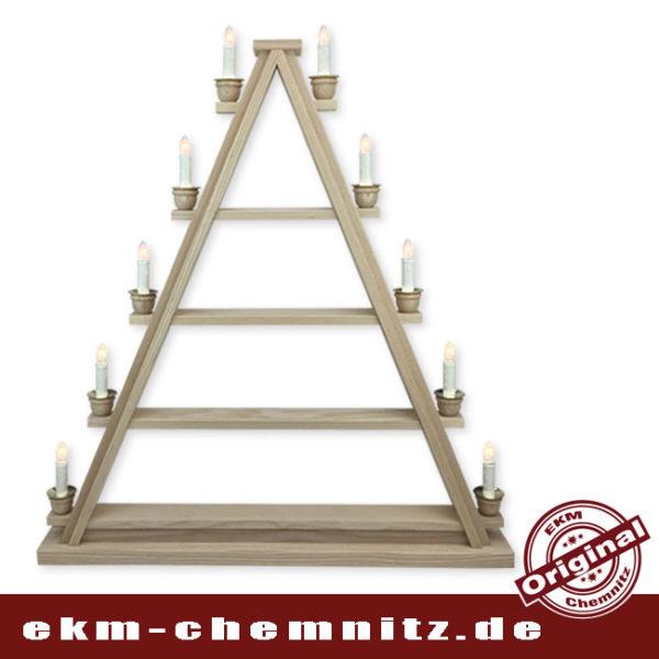 Die klassische Dreieck Lichterspitze mit 10 Kerzen, eine schöne alternative zum Schwibbogen. Das Dreieck ist zum selberbestücken, auf 4 unterschiedlich breiten Etagen können Sie Ihre Weihnachtsfiguren aufstellen.