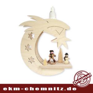 Das Fensterbild Mond Anfänger-Mädchen, bestückt mit Sammlerfigur Romy Thiel und gedrechselten Ringelbäumchen. Echt erzgebirgische Handwerkskunst. Inkl. Leuchtmittel 15W E14
