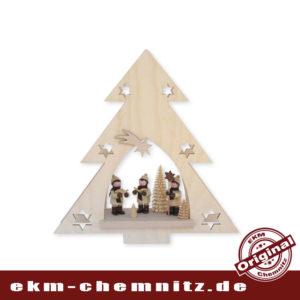 Die Sternensänger, Sammelfiguren von Romy Thiel, stimmen uns musizierend auf die Weihnachtszeit im Erzgebirge ein. Das beleuchtete Fensterbild Erzgebirge als Tanne, bringt uns die Gemütlichkeit und Wärme des Lichts in die Wohnzimmer.