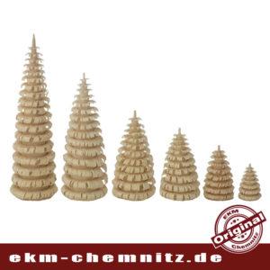 Tradition aus dem Erzgebirge, gedrechselte Ringelbäume in verschiedenen Größen.