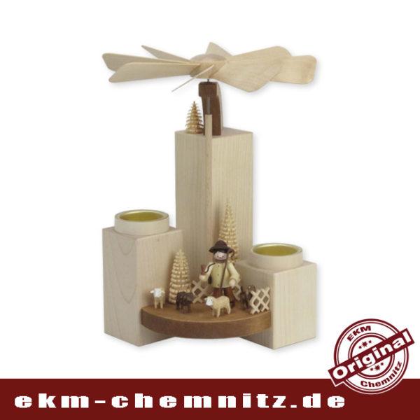 Bestückt mit Schafen und einem Schäfer ist diese moderne Pyramide ein echter Hingucker in der erzgebirgischen Volkskunst.